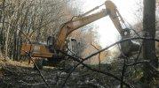 20 nov 2014 : Zone Sud, pelleteuse dégage les arbres du chemin